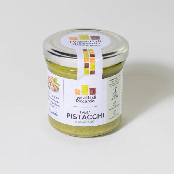 Immagine che presenta un vasetto di salsa ai pistacchi e anacardi.