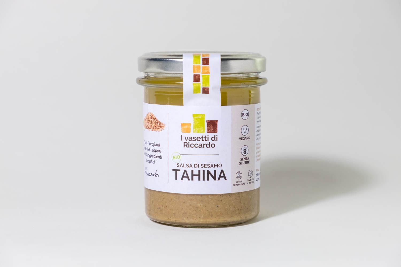 Immagine che presenta un vasetto di salsa di sesamo tahina